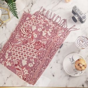 NWOT VINCE CAMUTO SUPER SOFT🐇 PAISLEY SCARF